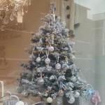 Fotos del escaparate de estas Navidades de la tienda de Rachel Aswhell en el barrio londinense de Nothing Hill al más puro estilo Shabby Chic
